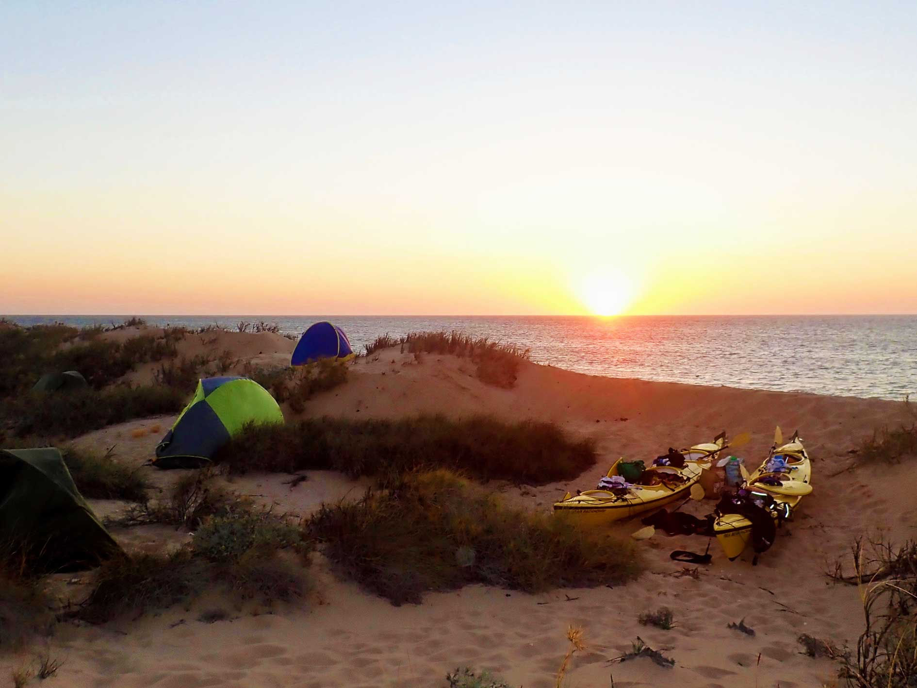 Overnight tours Ningaloo Reef, beach camp at sunset, sea kayaking and snorkelling tour Exmouth, Ningaloo Reef